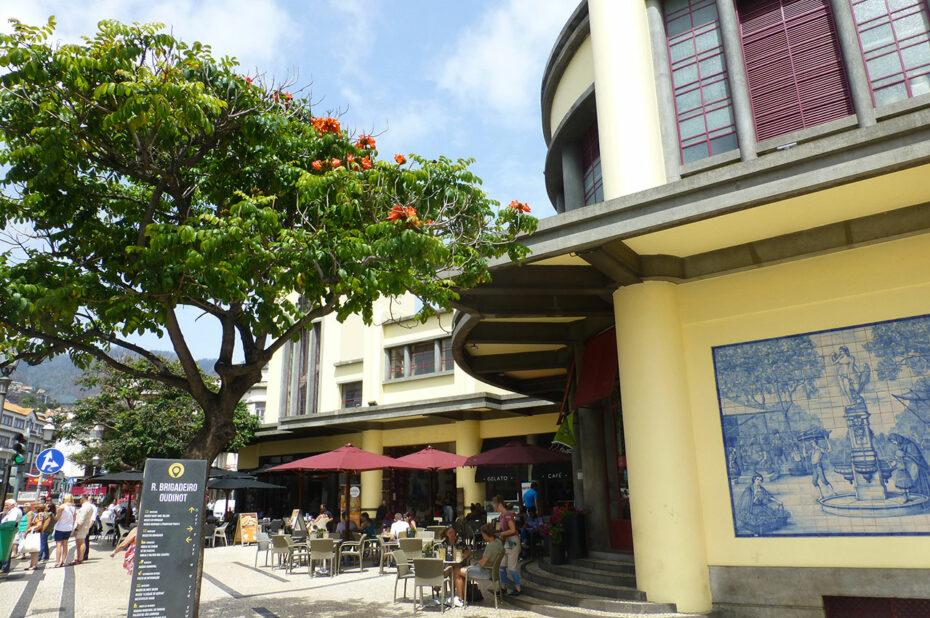 L'entrée du Mercado dos Lavradores est couverte d'azulejos