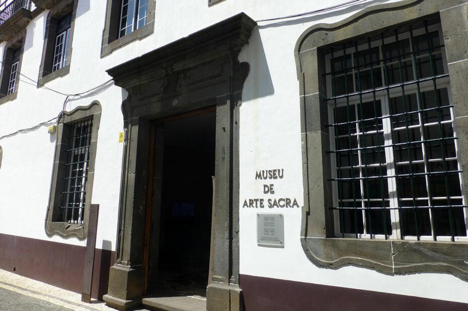 L'entrée du musée d'art sacré de Madère (Funchal)