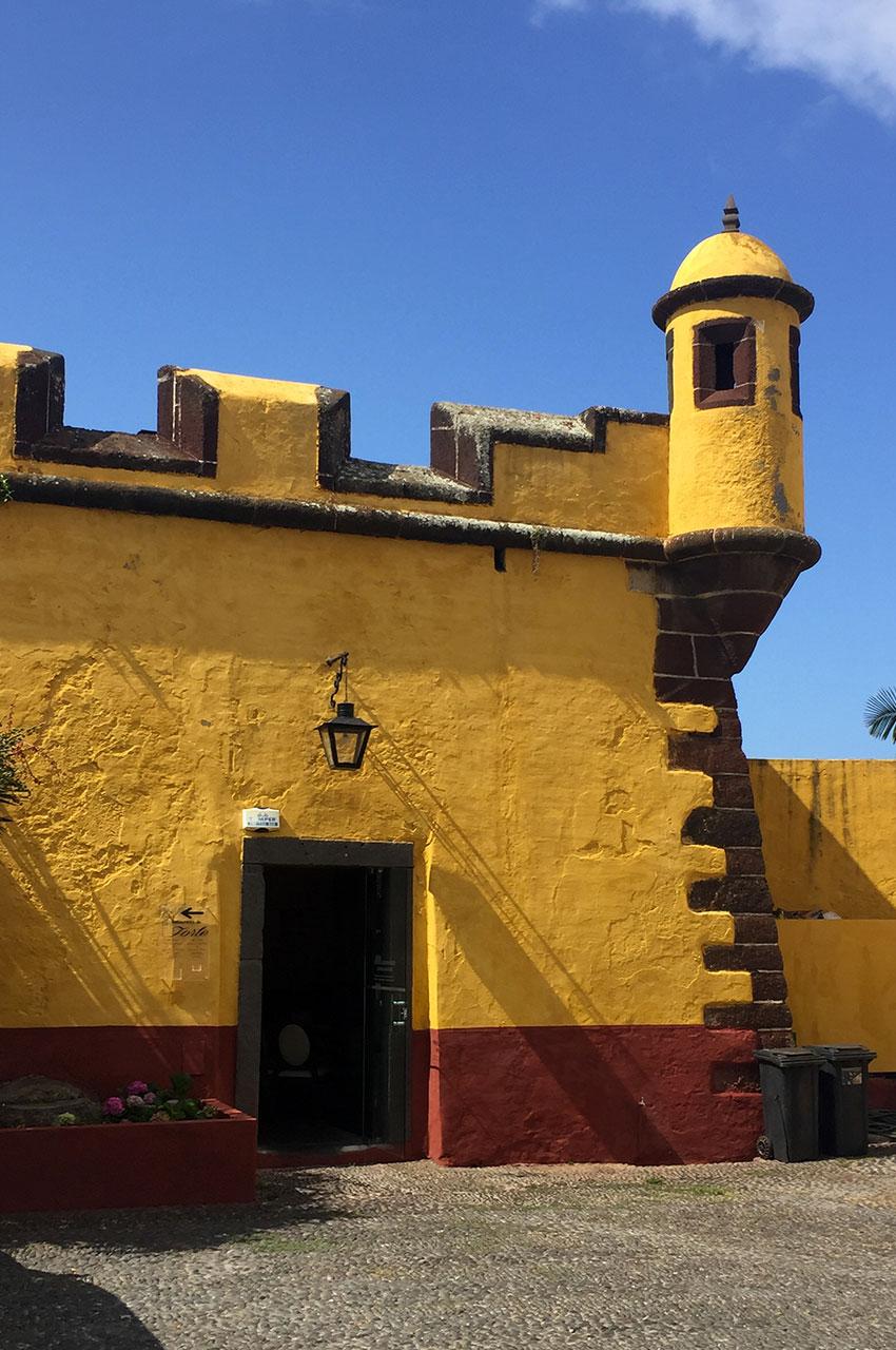 Le fort de São Tiago servait au XVIIe siècle à défendre le port