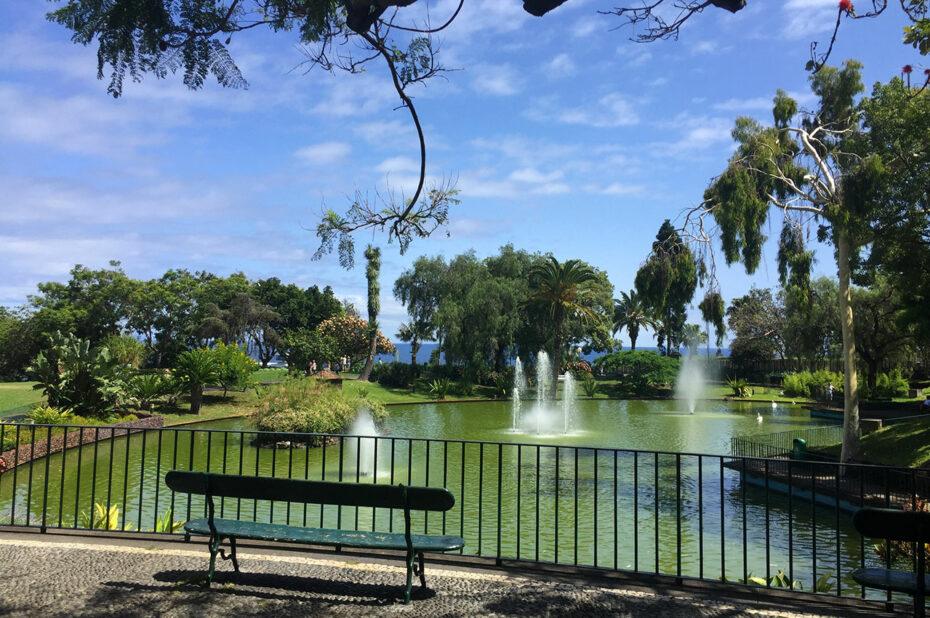 Petit lac et jets d'eau du parc Santa Catarina