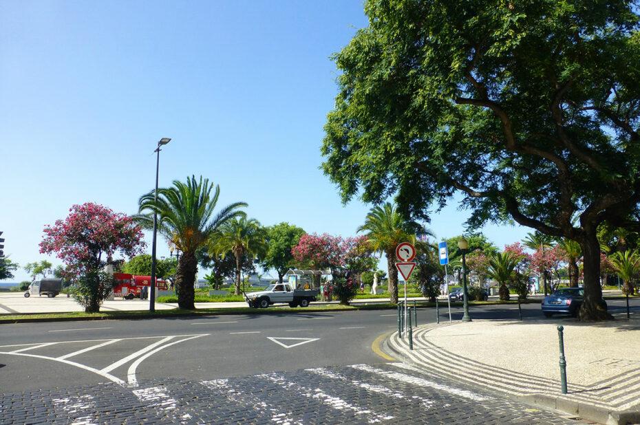 Peu de voitures en journée dans le centre de Funchal