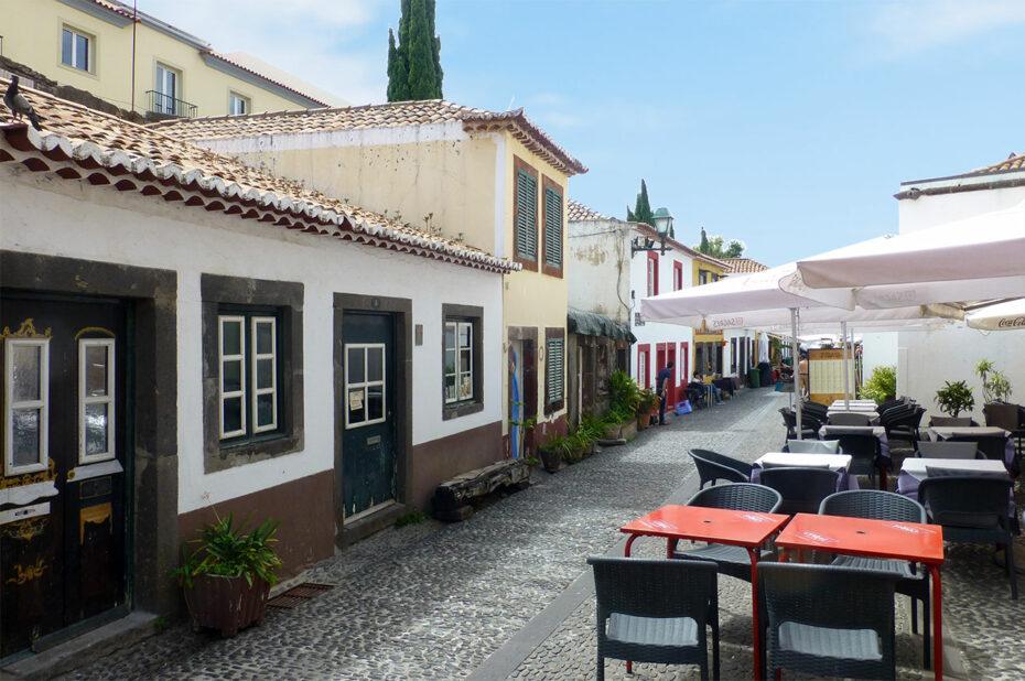 Rua de Santa Maria, où se succèdent de nombreux restaurants