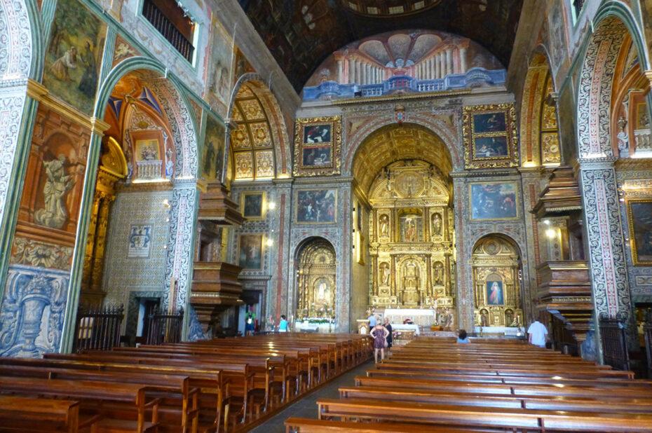 Nef de l'église Saint-Jean l'Évangéliste