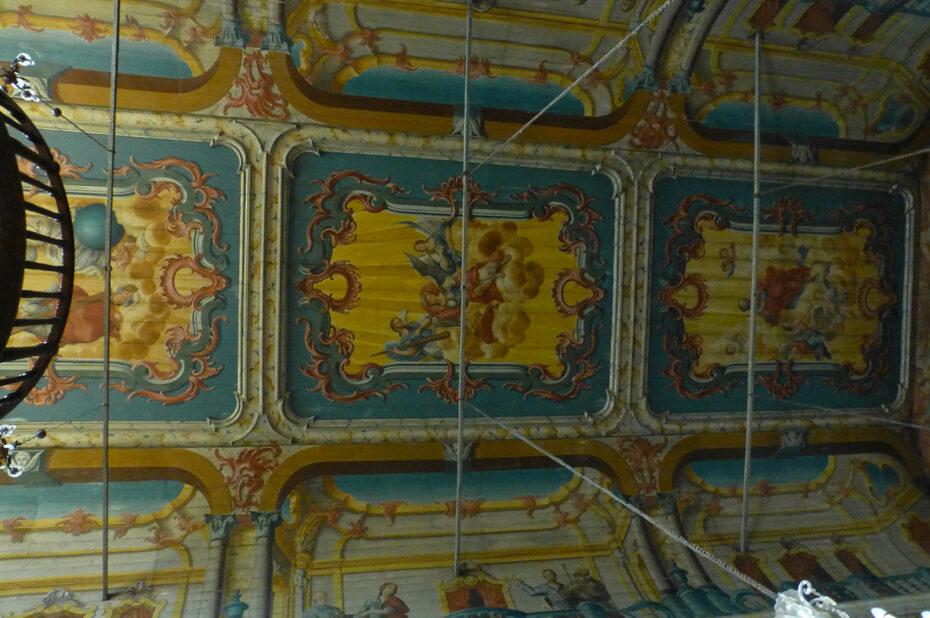 Plafond peint en berceau de l'église Santa Maria Maior