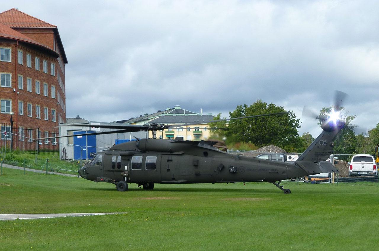 Hélicoptère Black Hawk à Gärdet